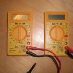 Zwei gespendete gelbe Multimeter