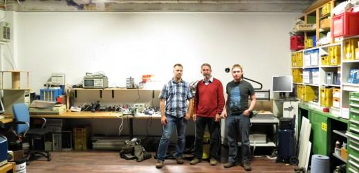 Christoph, Heinz und Patrick in der hell erleuchteten Bastelecke